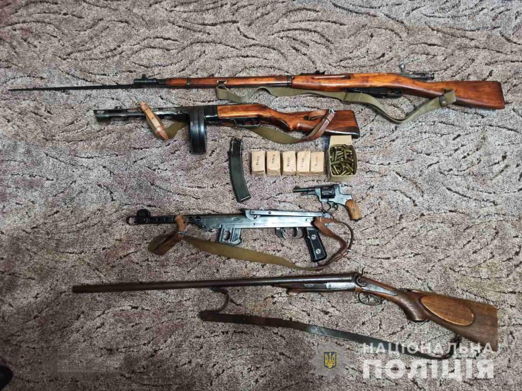Житель Харьковщины собрал дома арсенал (фото)