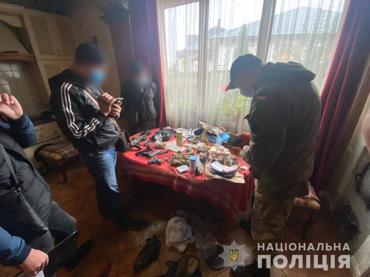 Житель Харьковщины хранил в квартире коктейли Молотова, пулеметы и гранаты (фото)