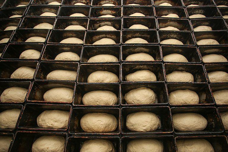 Харьковских курсантов учили печь хлеб (фото)