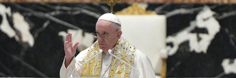 Папа Римский призвал освободить узников конфликта в Украине и поделиться с бедными странами вакцинами (фото)