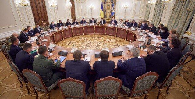 Зеленский ввел в действие второй пакет санкций против 13 граждан за контрабанду