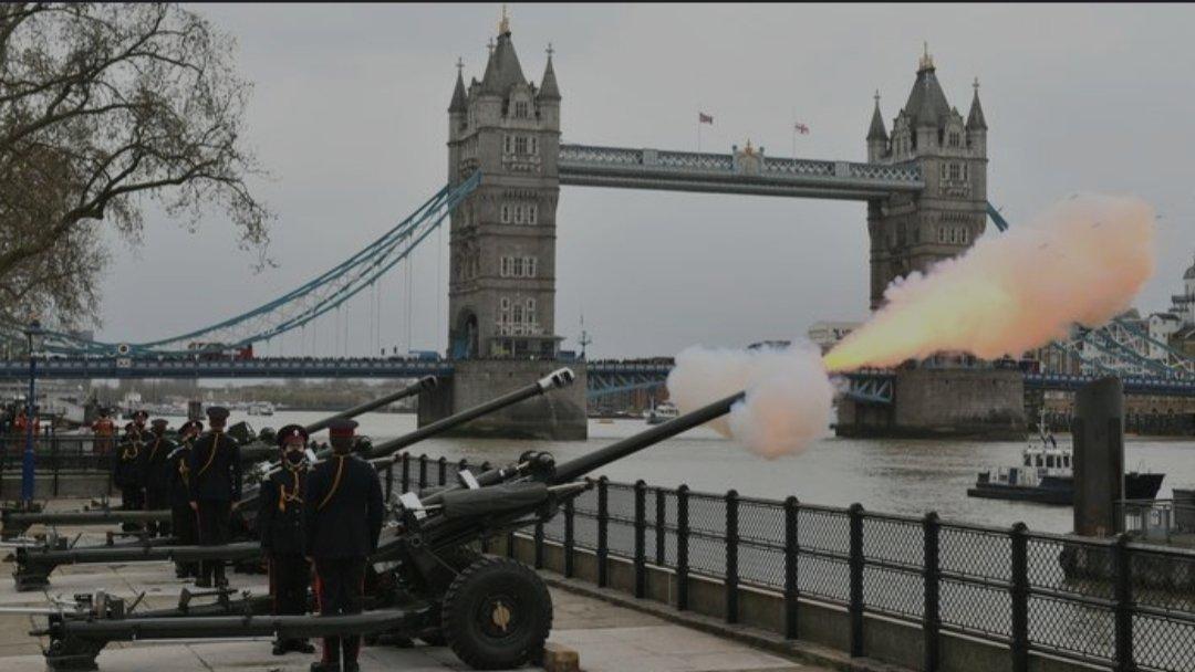 В память о принце Филиппе: Лондон сотрясают орудийные салюты
