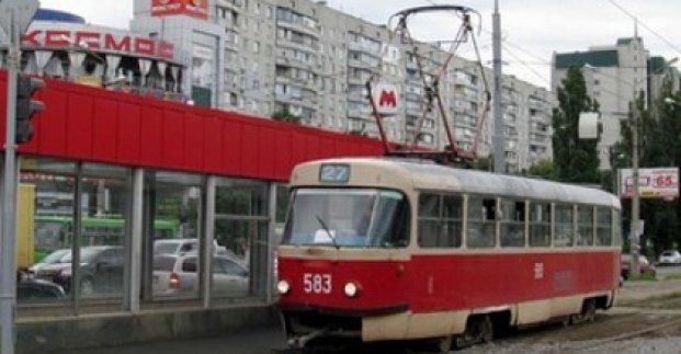 В Харькове из-за погоды приостановили ремонт трамвайной контактной сети