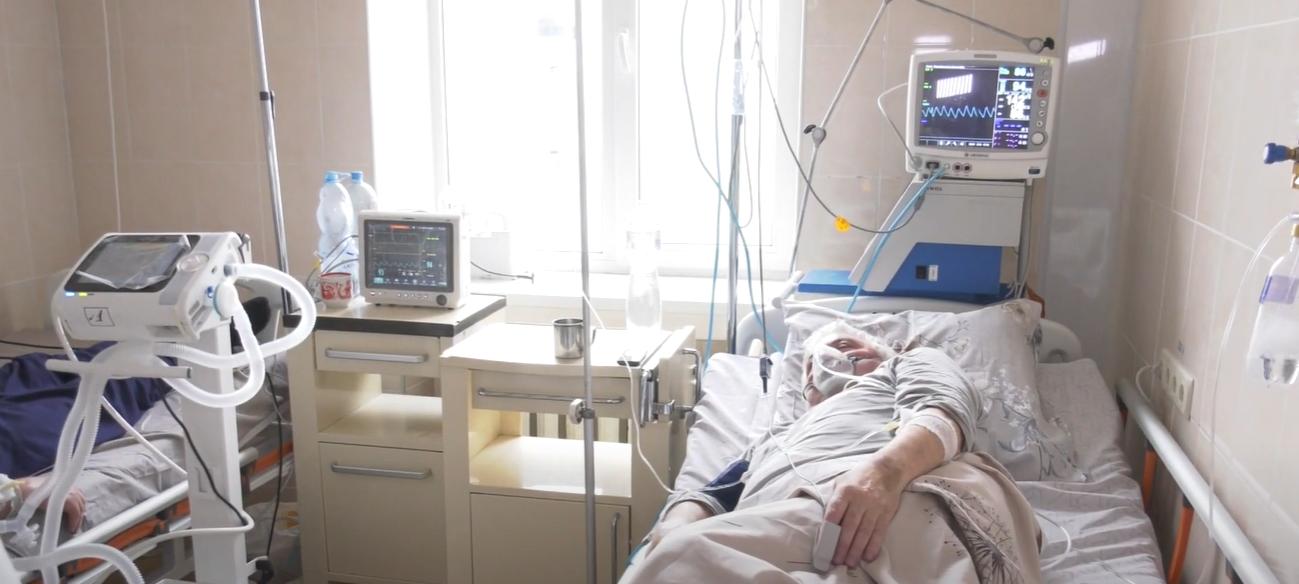 """Вільних ліжок немає: мешканці села на Харківщині вдалося отримати місце в обласній """"інфекційці"""" за тиждень і тільки завдяки знайомим"""