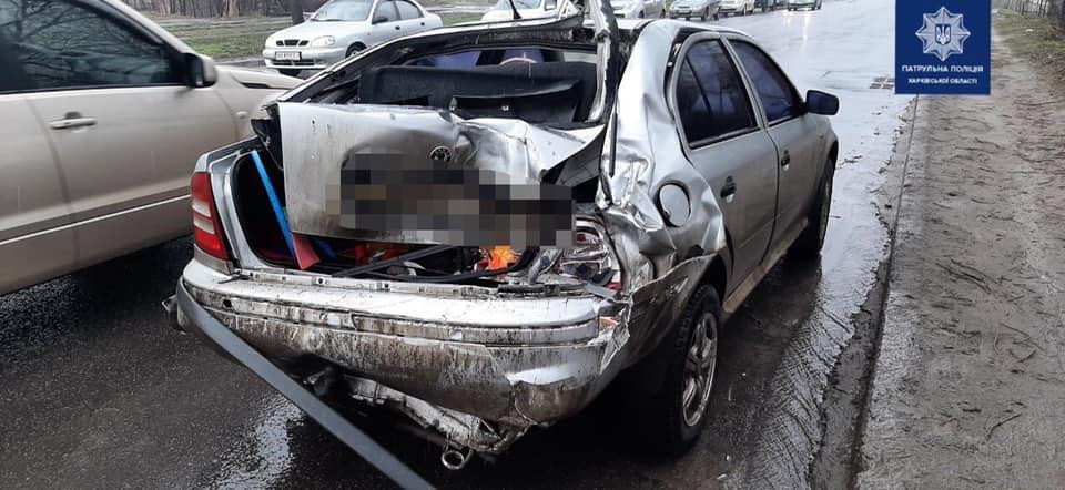 В Харькове водитель фуры не выдержал дистанцию и повредил два авто (фото)
