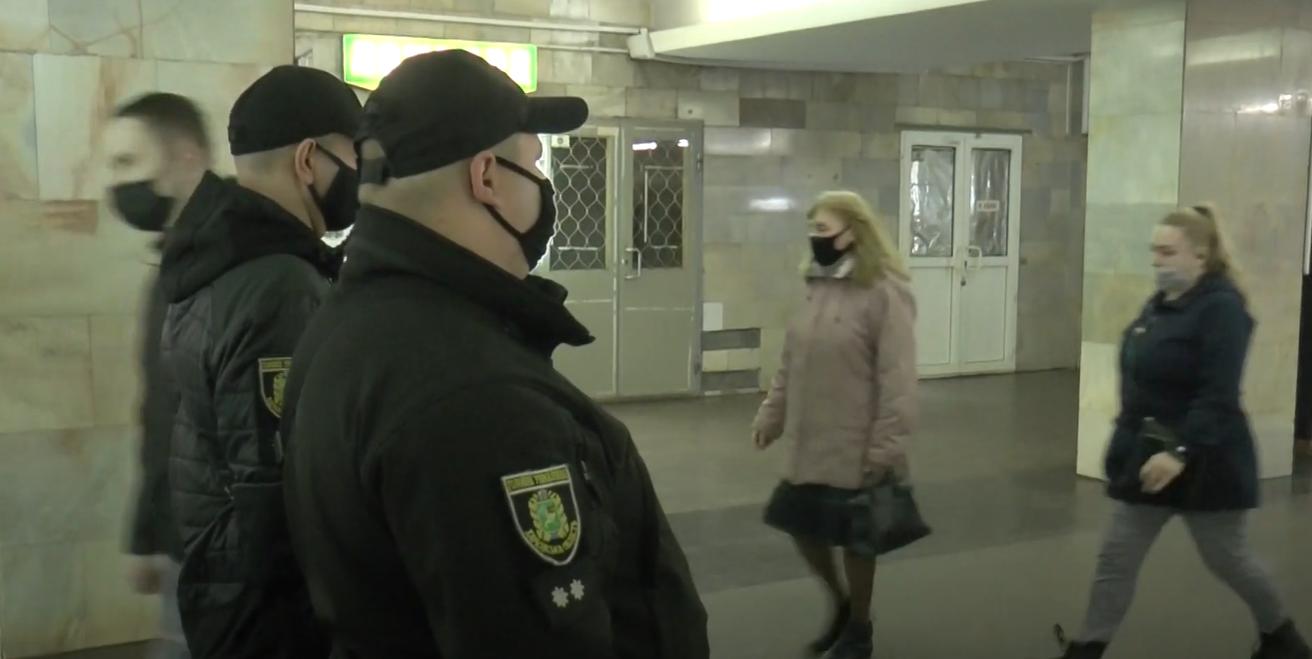 У харківській підземці перевіряли дотримання маскового режиму (відео)