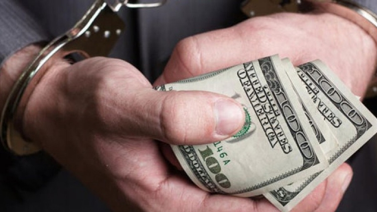 В Харькове чиновник требовал доллары за военный билет (фото)