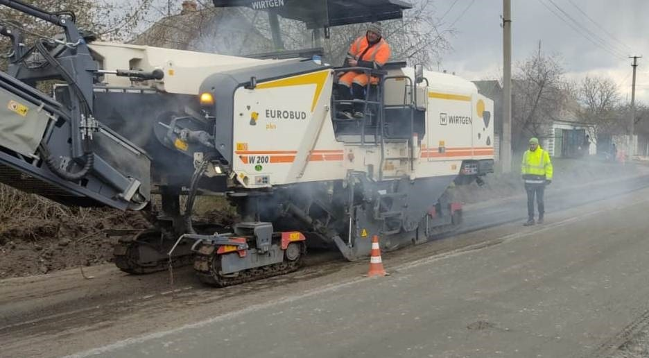 Продолжается ремонт дороги Змиев – Тарановка (фото)