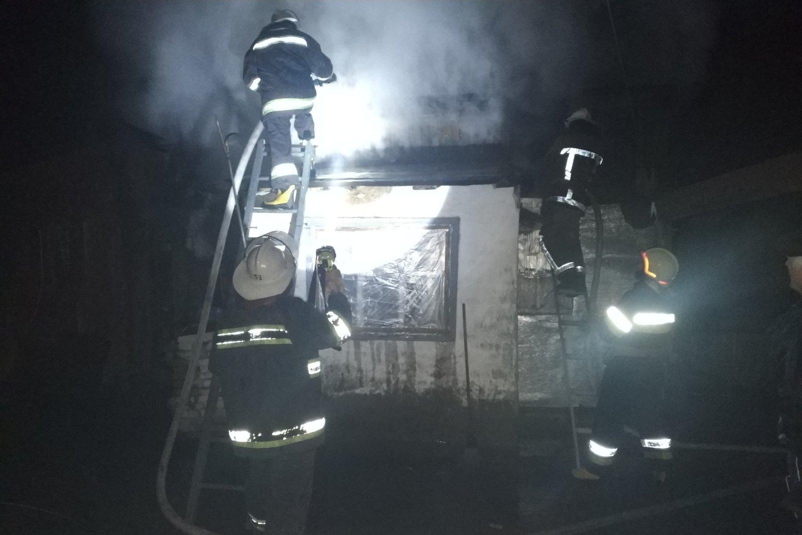 На Харьковщине потушили пожар на территории частного домовладения (фото)