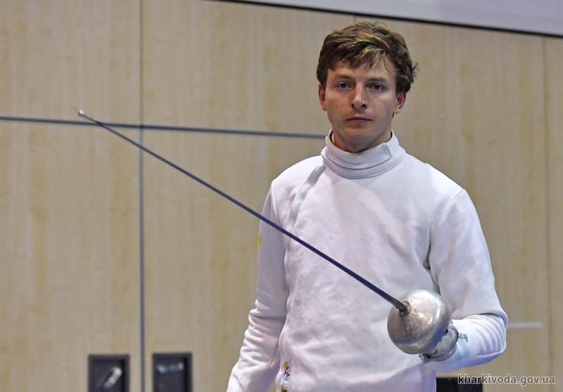 Шпажист Роман Свичкарь признан лучшим спортсменом месяца