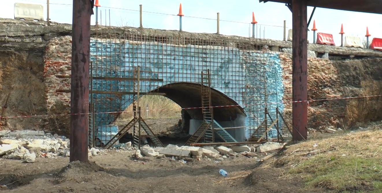 Найстаріший міст на Харківщині: дорожники розпочали ремонт, якого споруда не бачила пів сторіччя (відео)