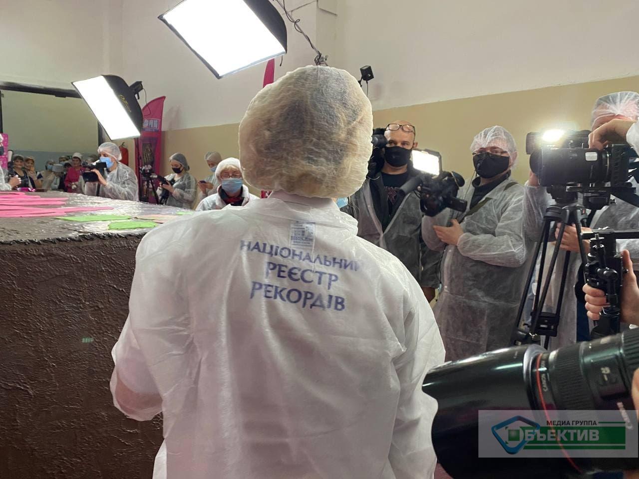 Самый тяжелый в мире шоколадный вафельный батончик сделали в Харькове (фото)