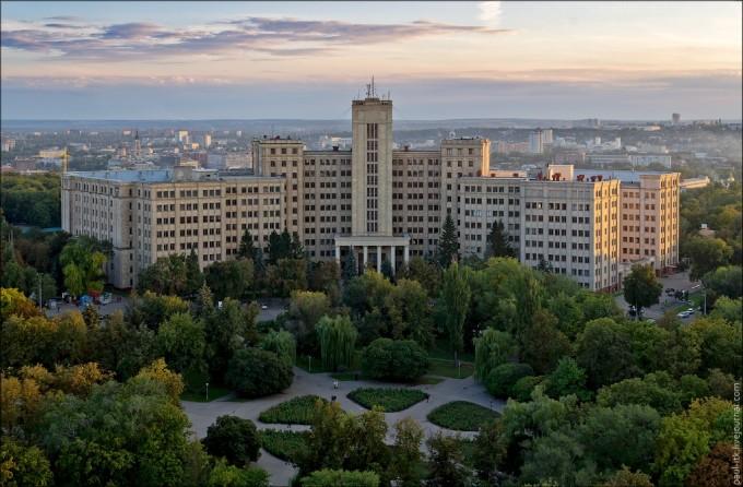 Дочка Евгения Кушнарева претендует на должность ректора Каразинского университета