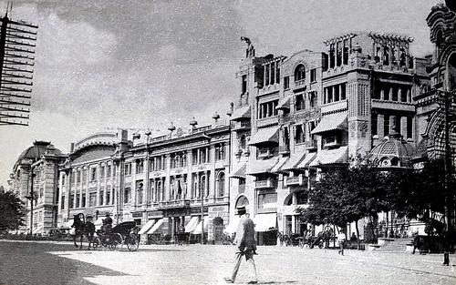 Извозчики в восточной части Николаевской площади, у банков
