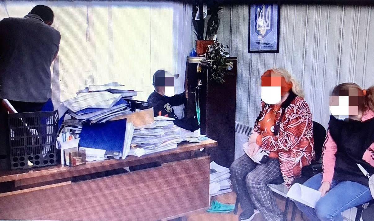 За взятку разрешил использовать недра: бывший сельский председатель ответит перед законом