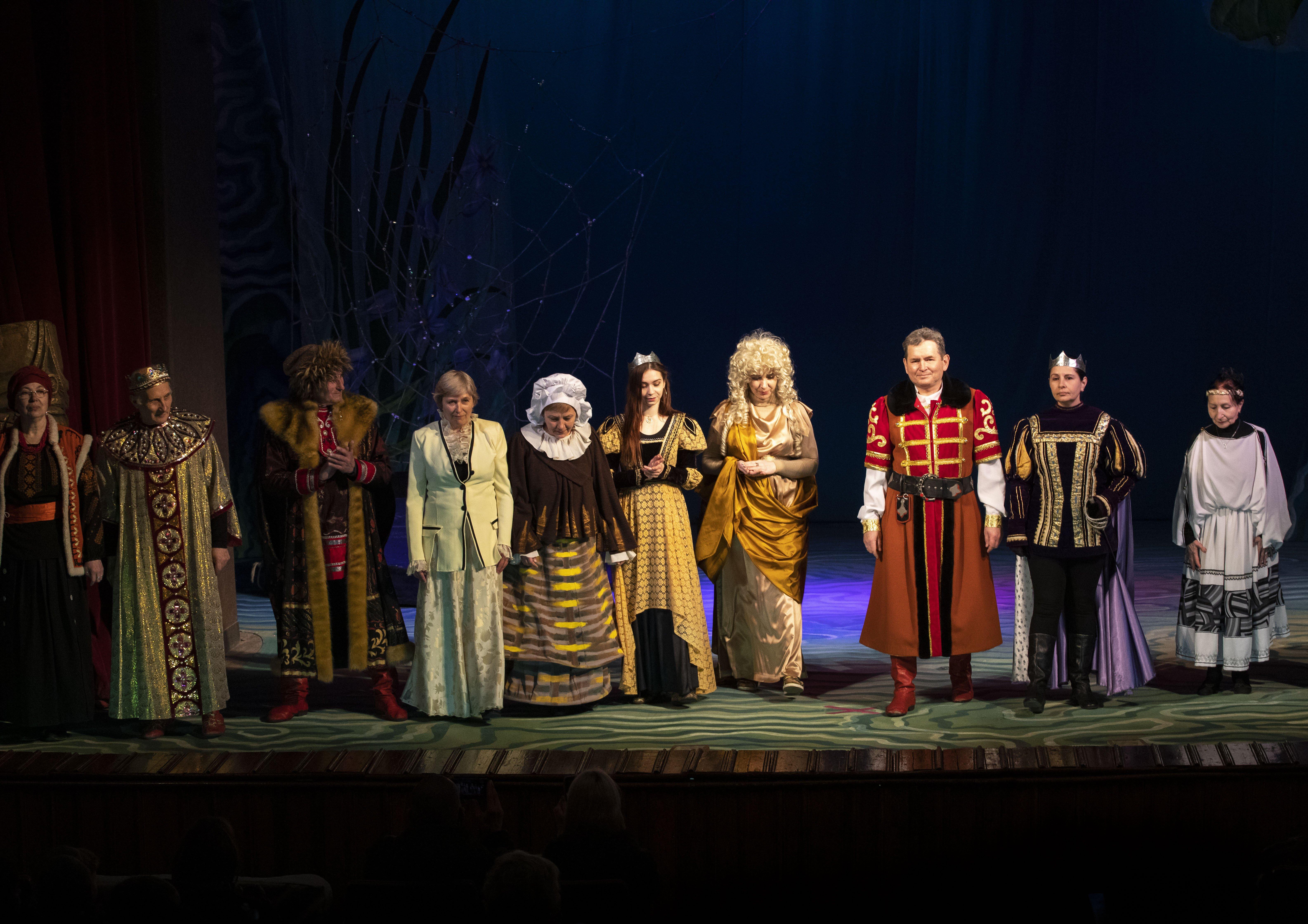 В Театре для детей и юношества пожарные вышли на сцену (фото)