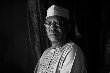 Выиграл выборы и умер в тот же день: на передовой убили президента Чада