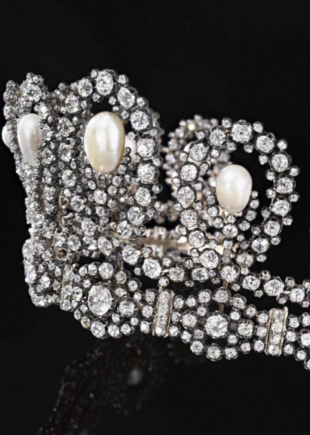 На аукционе Sotheby's продадут королевскую тиару с бриллиантами (фото)