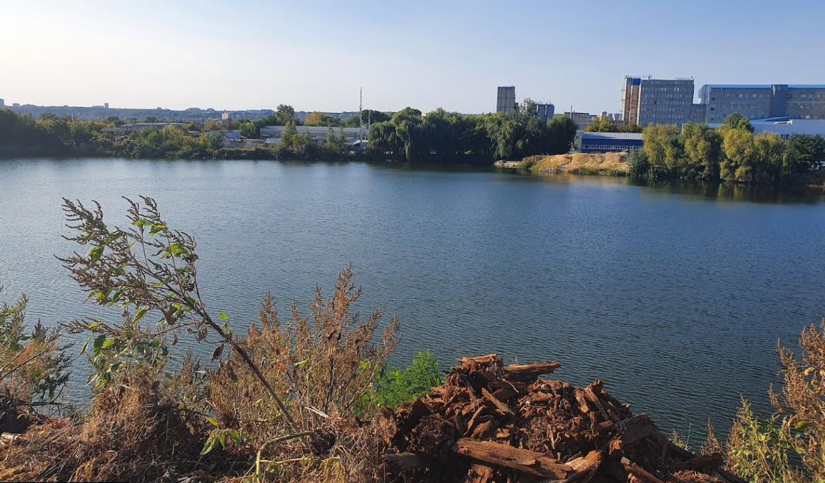 Харьковчане просят создать парковую зону вокруг небольшого озера