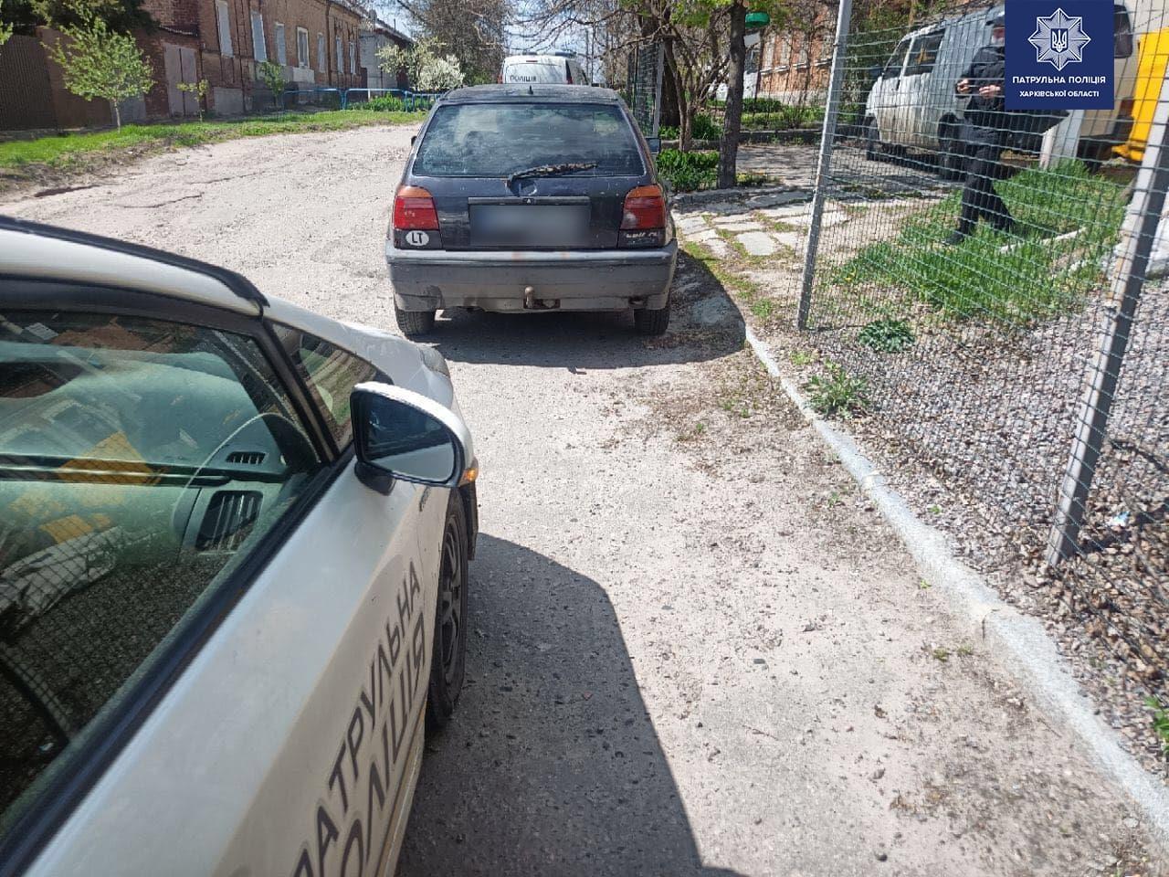 Харьковские патрульные обнаружили очередного водителя с подделанными документами (фото)