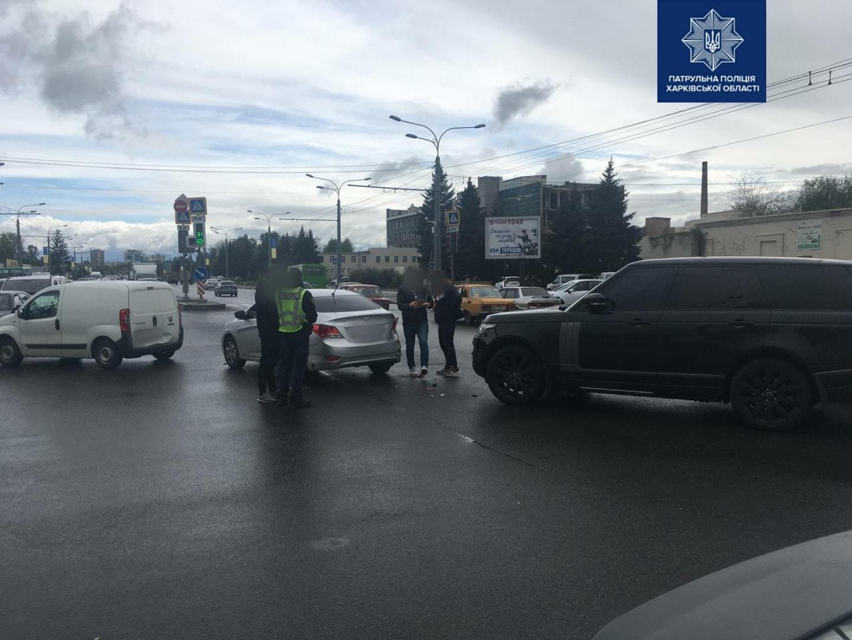 В Харькове произошло тройное ДТП. Виновник аварии скрылся (фото)