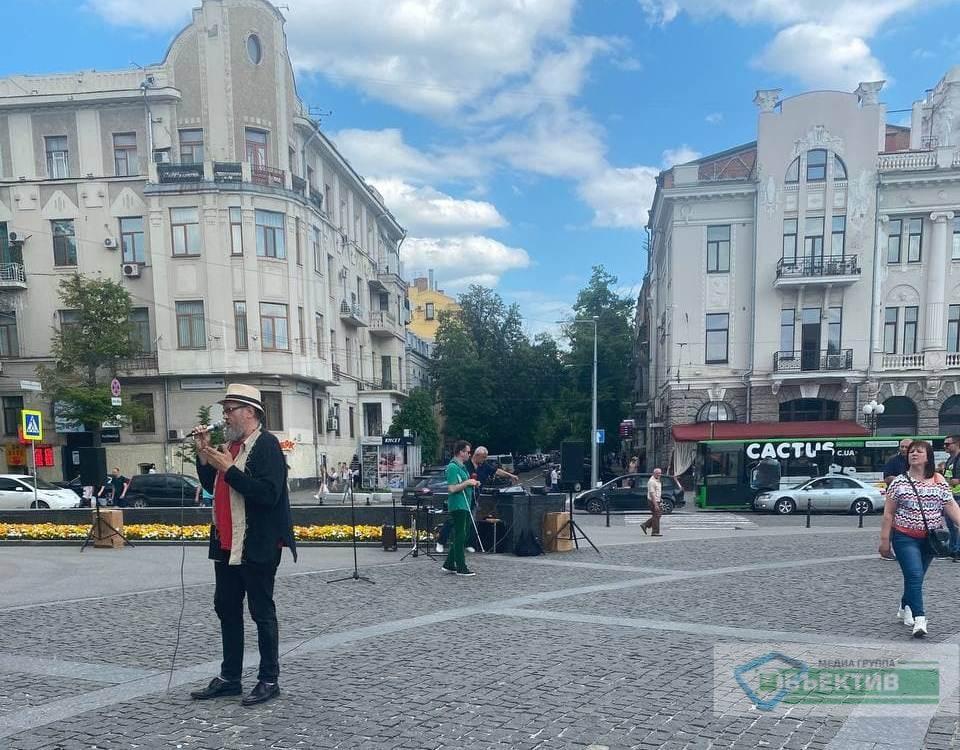 Музыкальный пикет: у памятника Шевченко в Харькове протестуют музыканты (фото, видео)