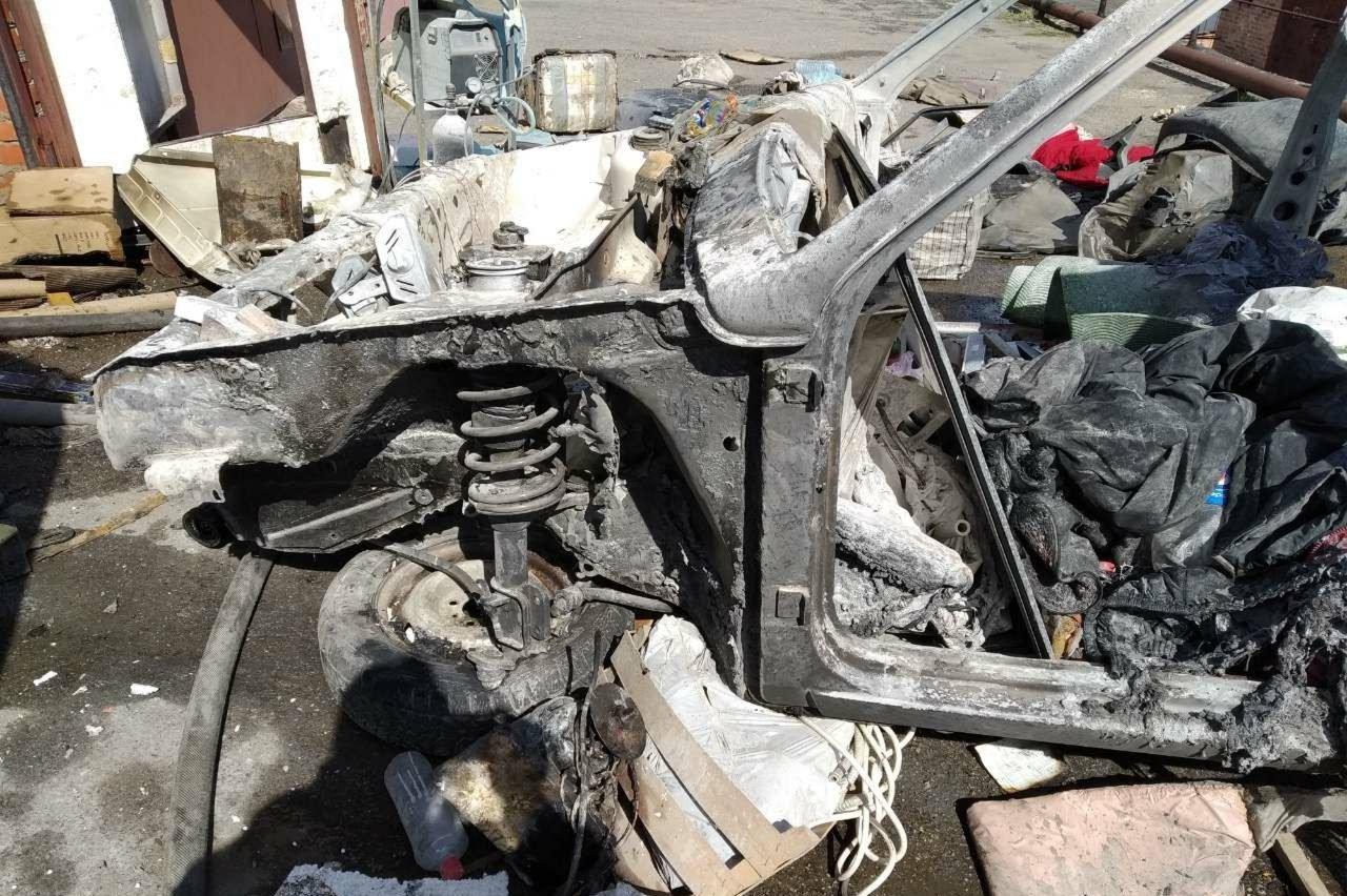 В Харькове сгорел гараж (фото)