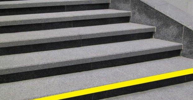 В Харькове на входах в метро установят желтые ленты (фото)