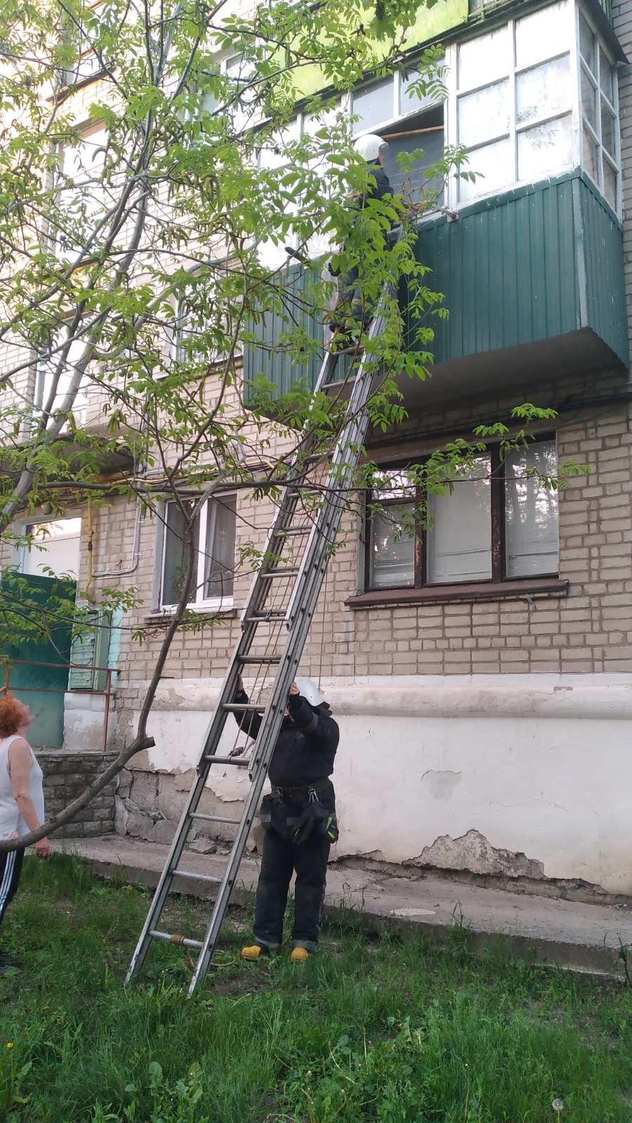 Харьковские спасатели предотвратили утечку газа в многоэтажке (фото)