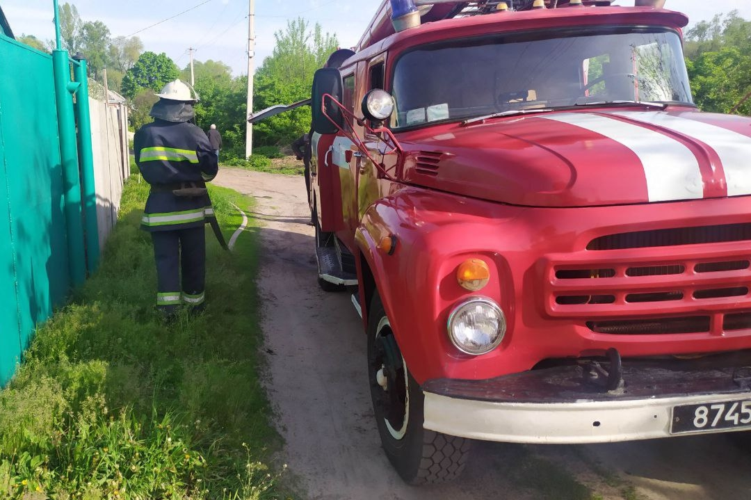 Под Харьковом на пожаре едва не погибла 90-летняя женщина (фото)