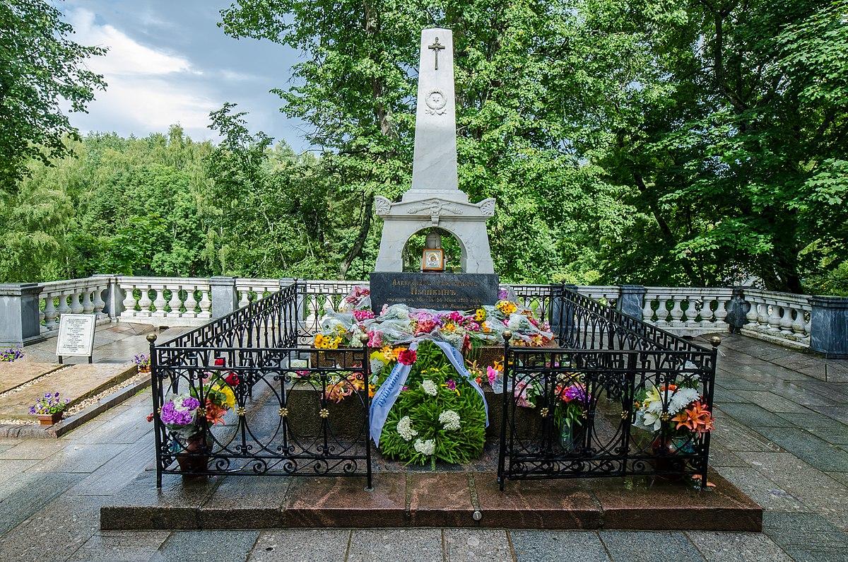 Началась реставрация могилы Пушкина
