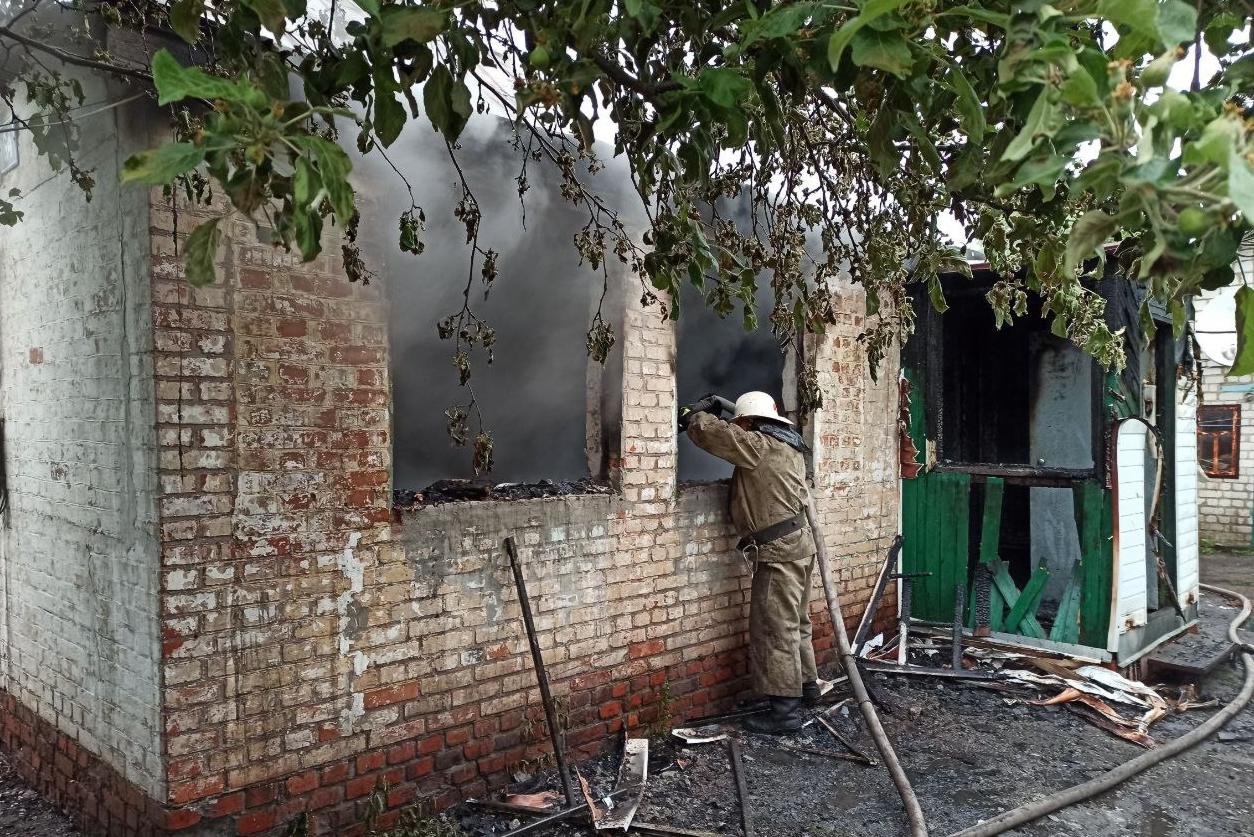 На Харьковщине во время тушения пожара нашли тело человека (фото)