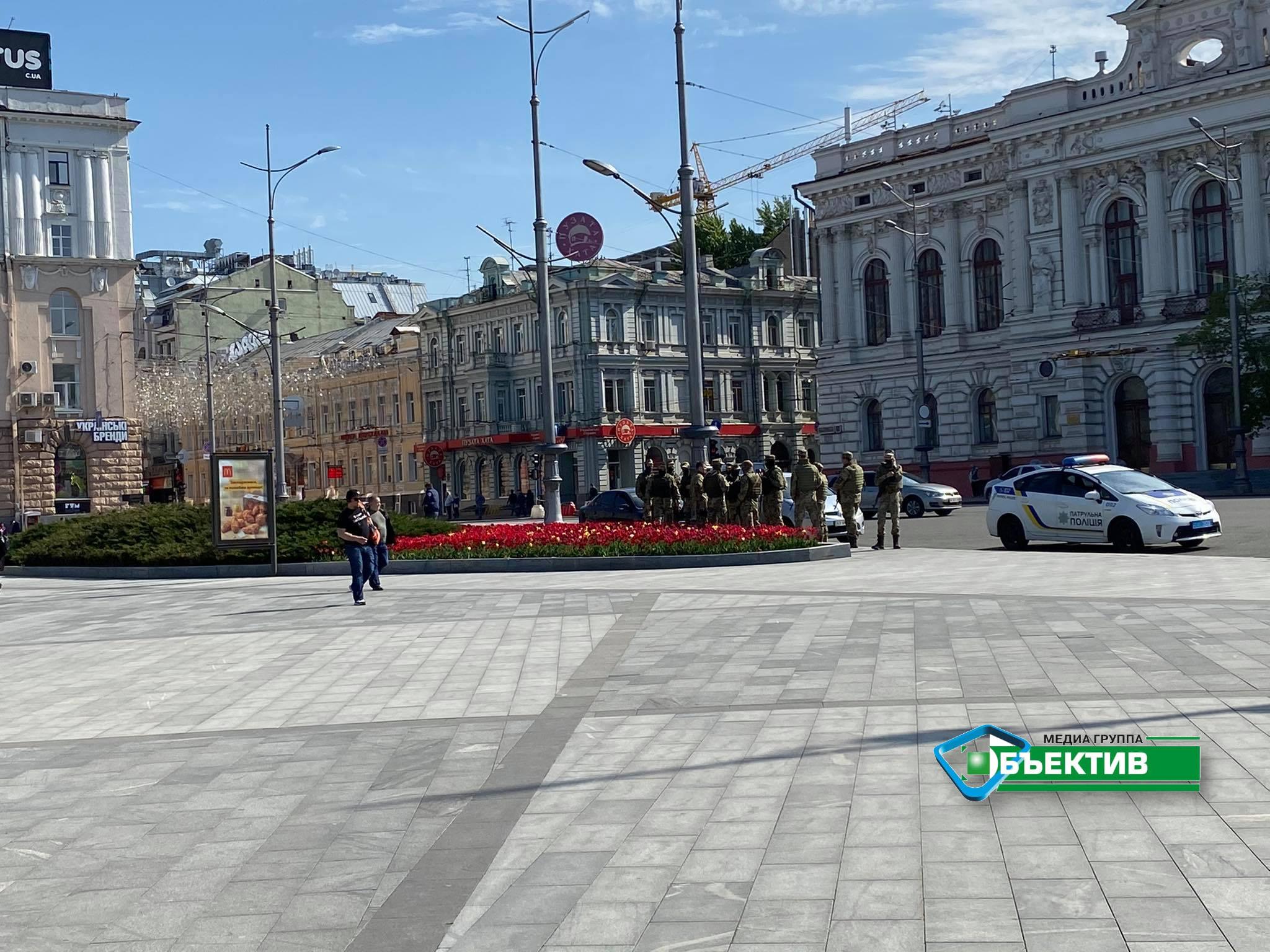На площади Конституции в центре Харькова – усиленные патрули (фото)