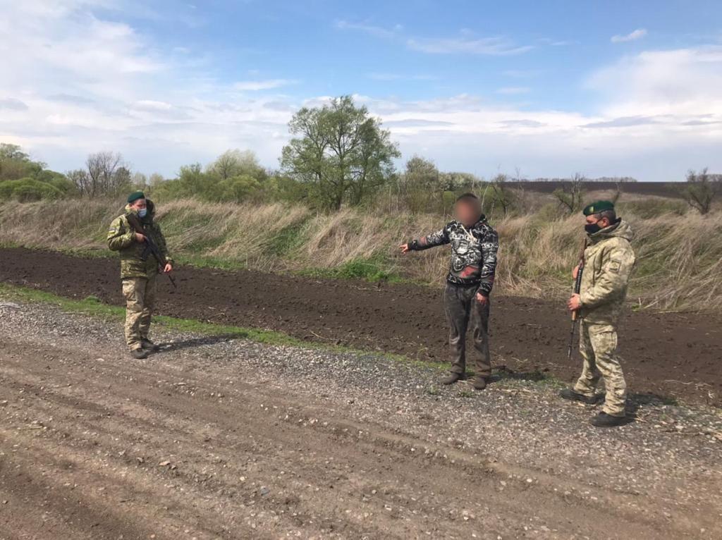 Молодого украинца задержали на границе Харьковской области и России без документов (фото)