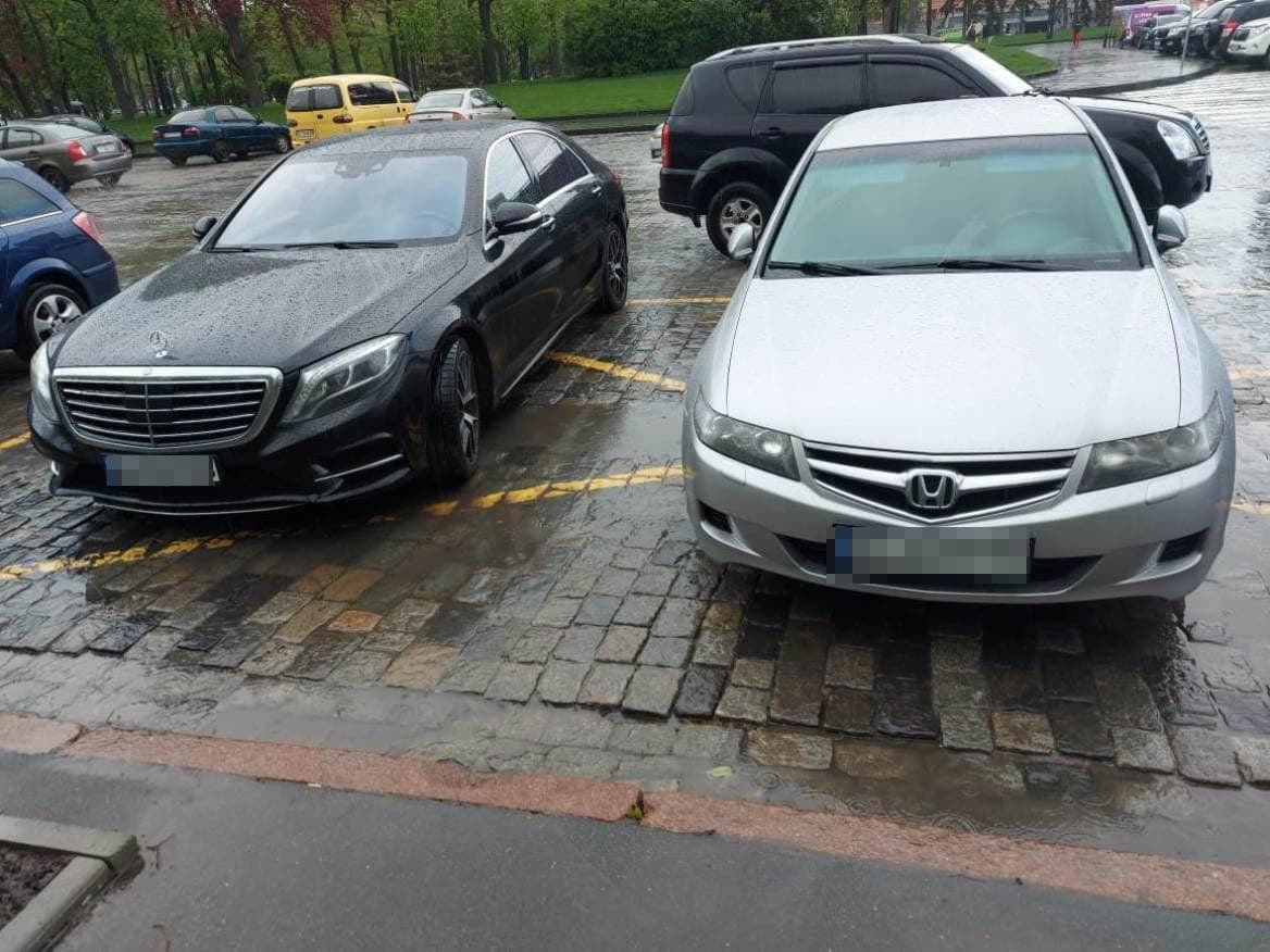 Копы задержали мужчин, которые обворовывали элитные авто по всей Харьковской области (фото)