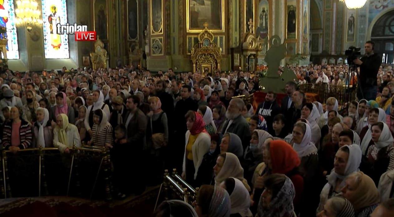 Сотни прихожан без масок: открытие памятника митрополиту Никодиму в Харькове не обошлось без нарушений (видео)
