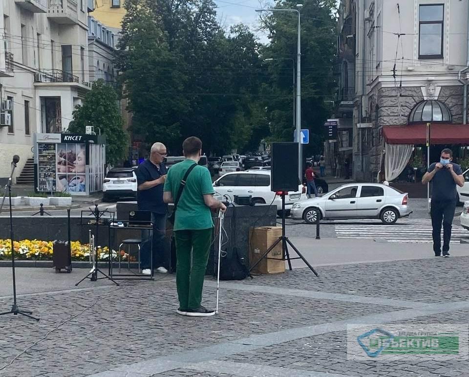 Музыканты на акции протеста в саду Шевченко в Харькове 28 мая