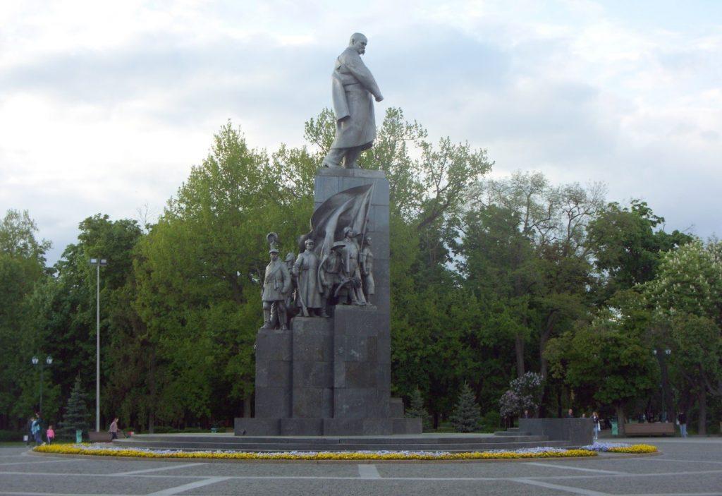 Памятник Тарасу Шевченко работы скульптора Матвея Манизера и архитектора Иосифа Лангбарда