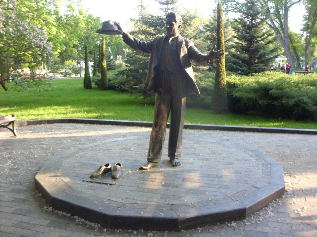 Памятник Лесю Курбасу в Харькове