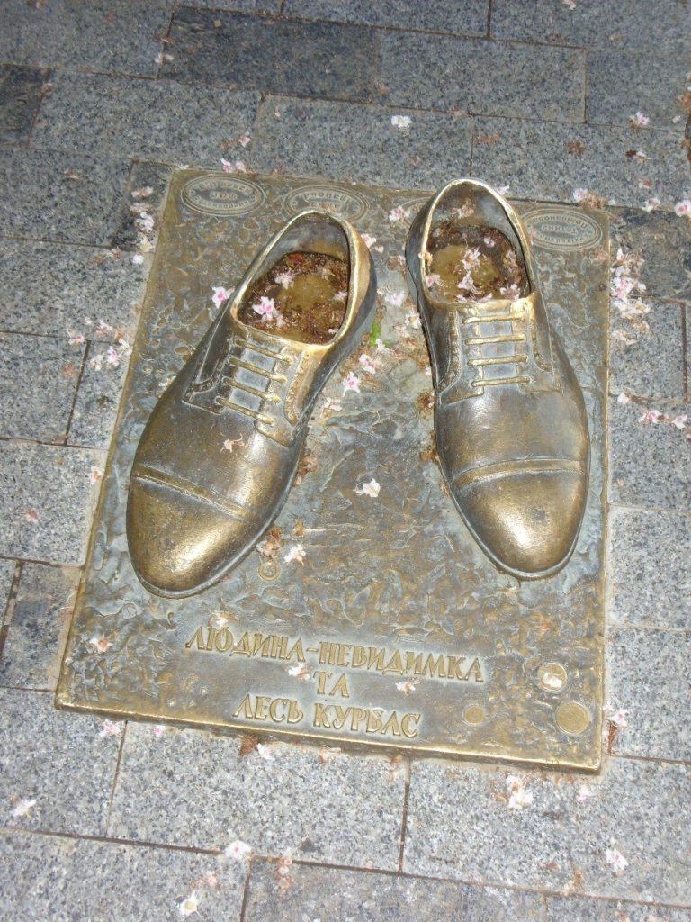 Бронзовые туфли человека-невидимки