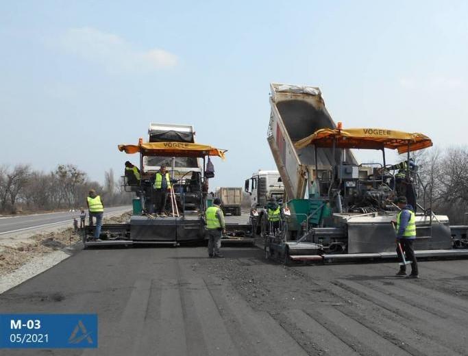 На Харьковщине ремонтируют дорогу на Полтаву (фото)