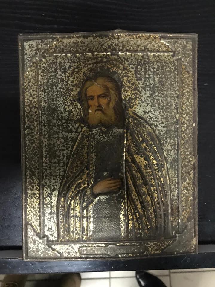 Россиянин пытался вывезти из Харькова старинные икону и журналы (фото)
