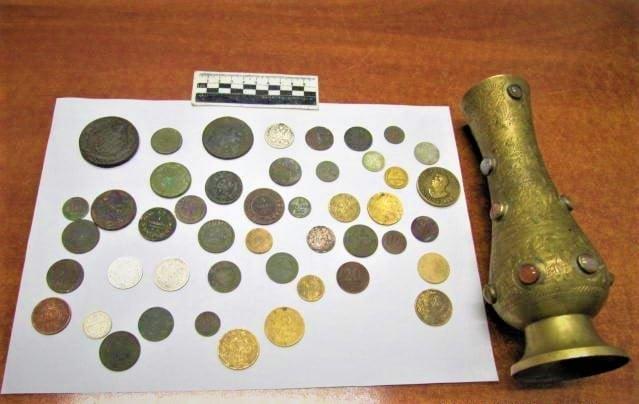 """Россиянин пытался вывезти через """"Гоптовку"""" старинные монеты и вазу"""