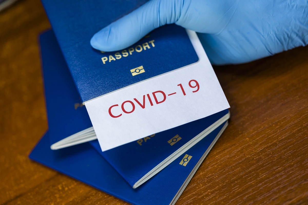 Стало известно, когда в Украине появятся COVID-паспорта