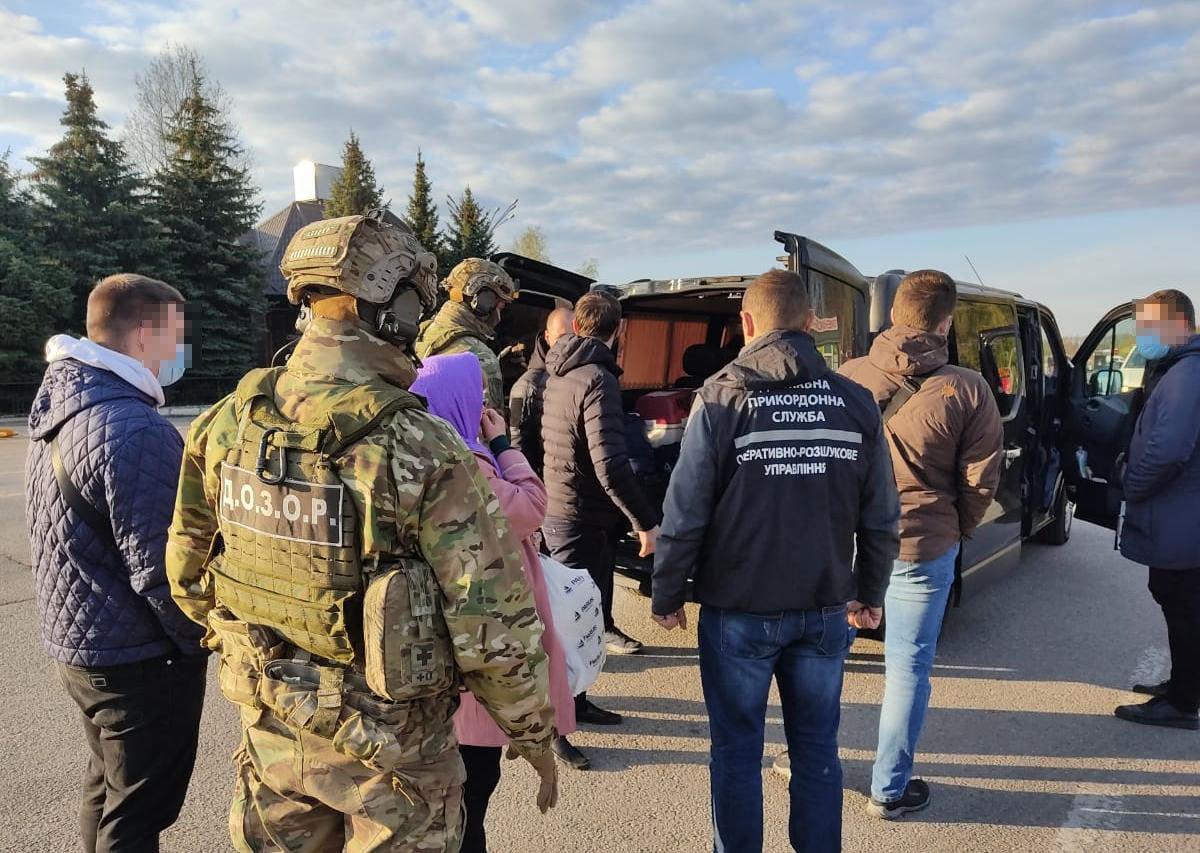 Пограничники на Харьковщине блокировали незаконную перевозку граждан на оккупированную территорию (фото)