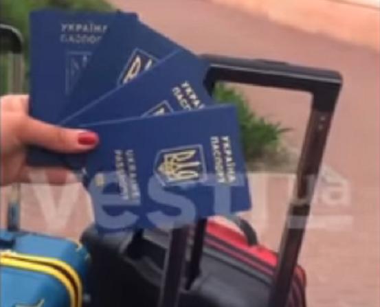 """Оскорбила Украину и выкинула паспорта: харьковчанку внесли в базу """"Миротворца"""""""