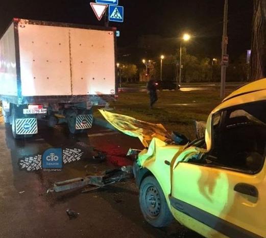 В Харькове легковушки не поделили дорогу: есть травмированные