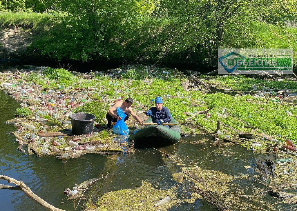 Харьковчане убирают речку Уды (фото, видео)