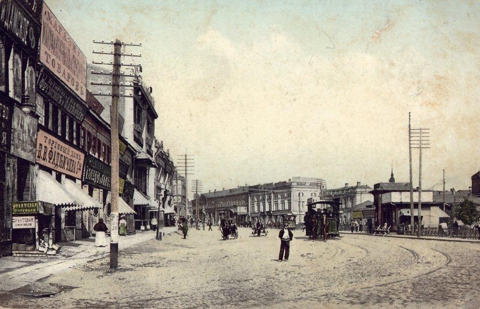 Конка на Павловский площади, справа