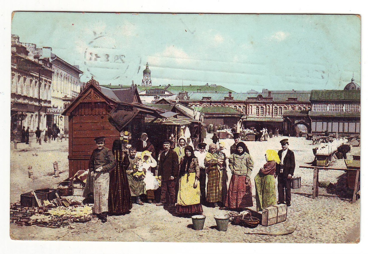 Рыбный базар находился на одноимённой площади, за современным Домом на набережной